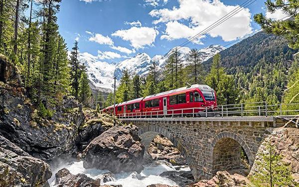 瑞士阿尔卑斯山冰川旅游列车